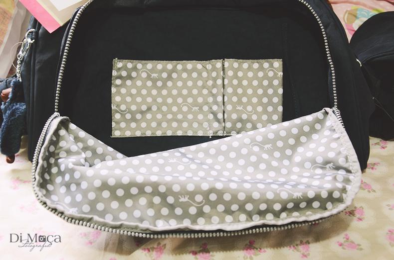 9912c7576 O que chama a atenção para a bolsa é que, acoplado a ela, tem uma outra  bolsa térmica para guardarmos a mamadeira, as frutinhas, papinhas e o que  for ...